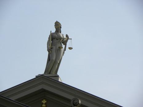 justitia-2673647_1920